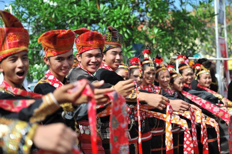 Group of people from Dusun Lotud ethnic during Sabah Harvest festival celebration in Kota Kinabalu, Sabah Borneo, Malaysia | © Augustine Bin Jumat/Shutterstock