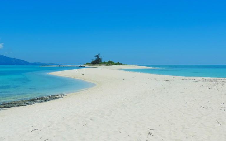 Sandbar at Cresta De Gallo, Phillipines | ©Nikki Vella/Shutterstock
