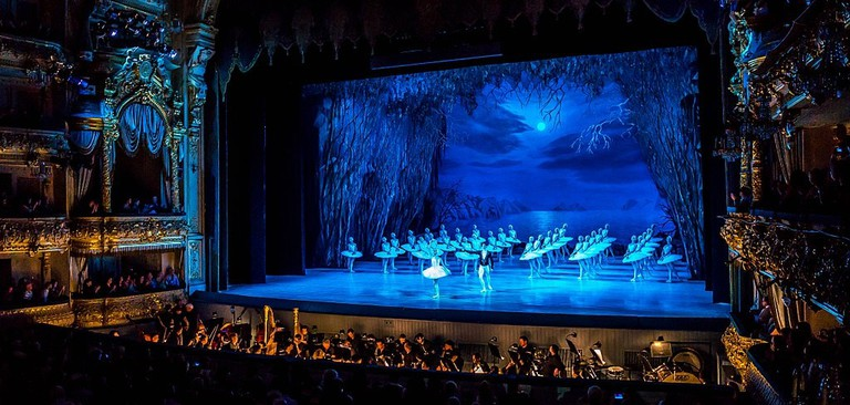 Swan_Lake_at_the_Mariinsky_Theatre_(17839057133)