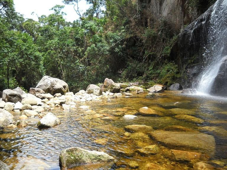 The_pool_at_the_Véu_da_Noiva_waterfall^^^^_-_PARNASO_-_panoramio