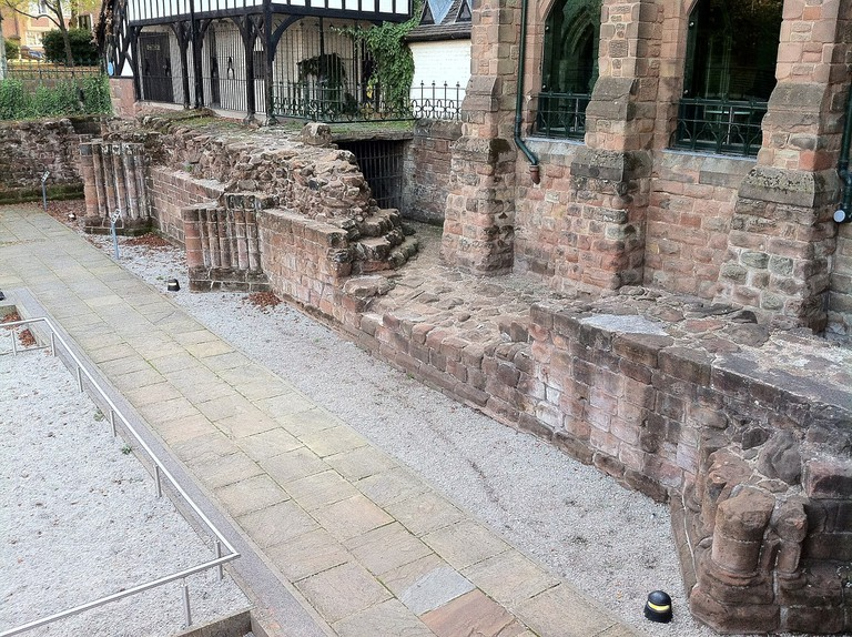 The_west_wall_of_St._Mary's_Cathedral,_Coventry,_UK. (1)