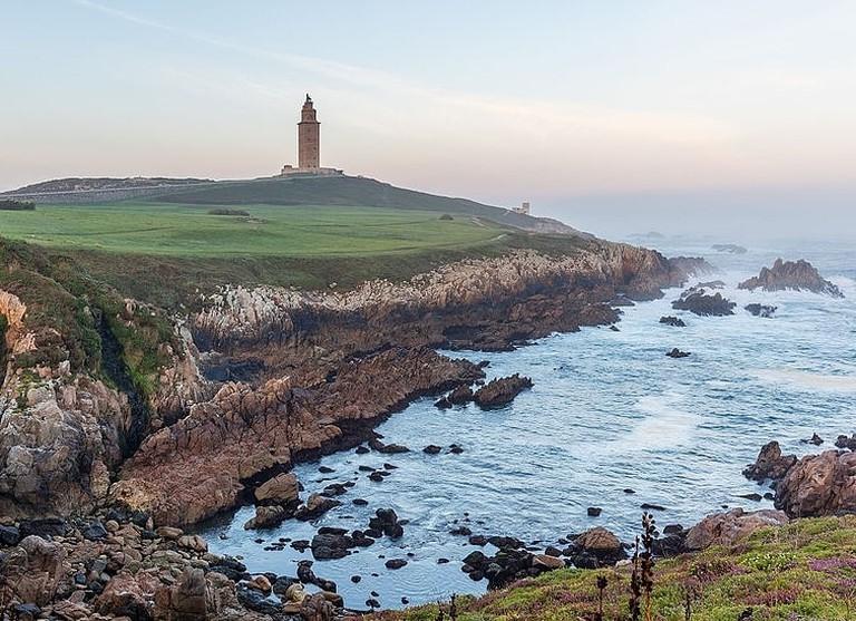 Torre_de_Hércules,_La_Coruña,_España,_2015-09-25,_DD_35-37_HDR