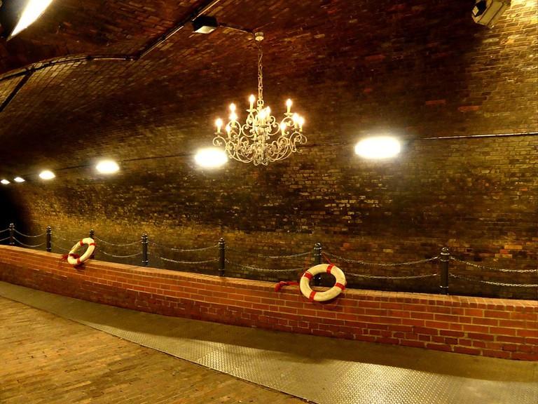 1024px-Kronleuchtersaal,_Köln_(42)