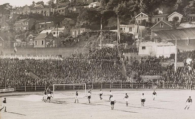 1024px-Stade_municipal_du_Havre_-_Wedstrijd_Nederland-Tsjechoslowakije,_WK_1938