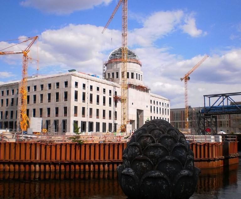 1087px-HF_Schlossneubau_Kuppel_Berlin_090615