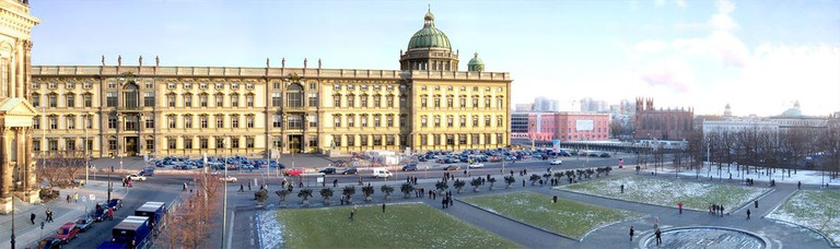 1200px-Berliner_Schloss_Panorama