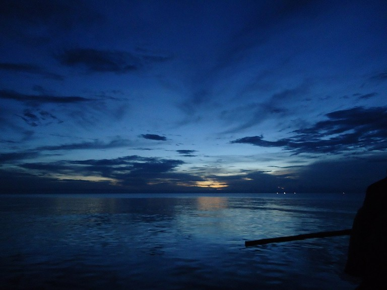 1200px-Sunset_over_Lake_Tanganyika_(5943082022)