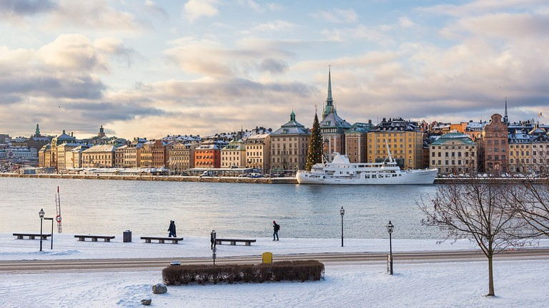 1600px-Skeppsbrokajen_Gamla_Stan_from_Skeppsholmen_Stockholm_2016_01