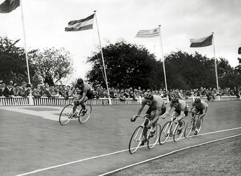 1940s racing image