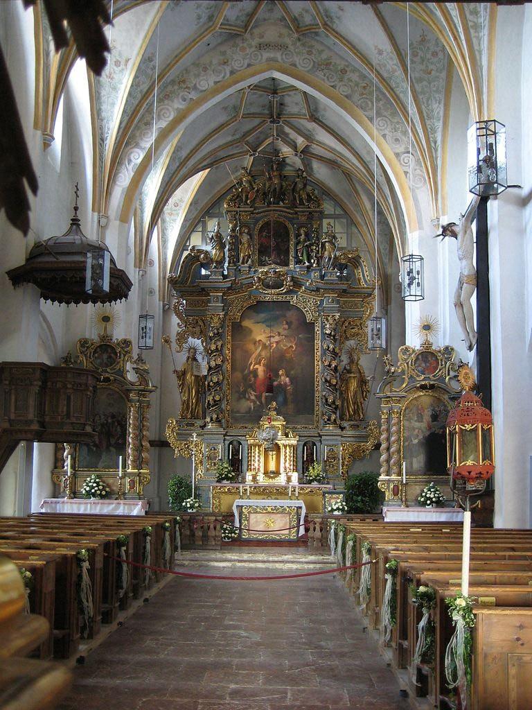768px-Frauenchiemsee_Klosterkirche_Innenraum