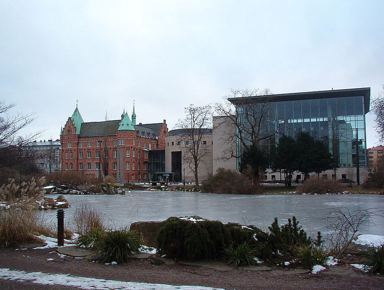 794px-Malmö,_Sweden,_public_city_library