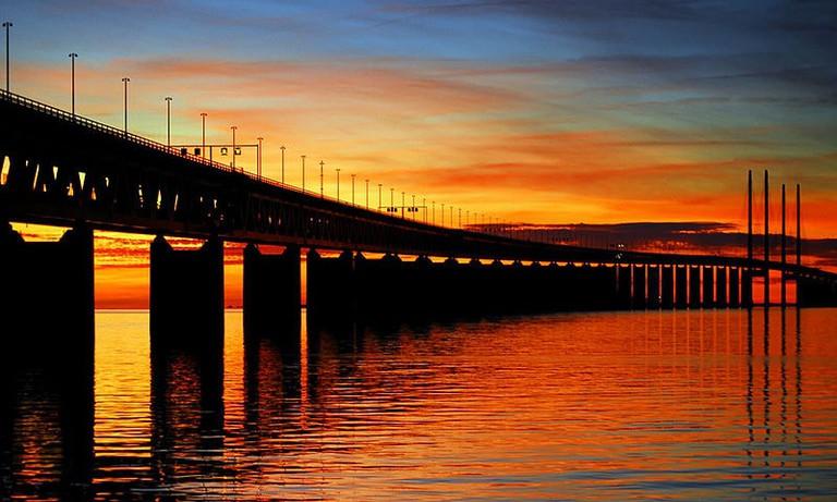 800px-Oresund_Bridge_-_Malmo,_Sweden