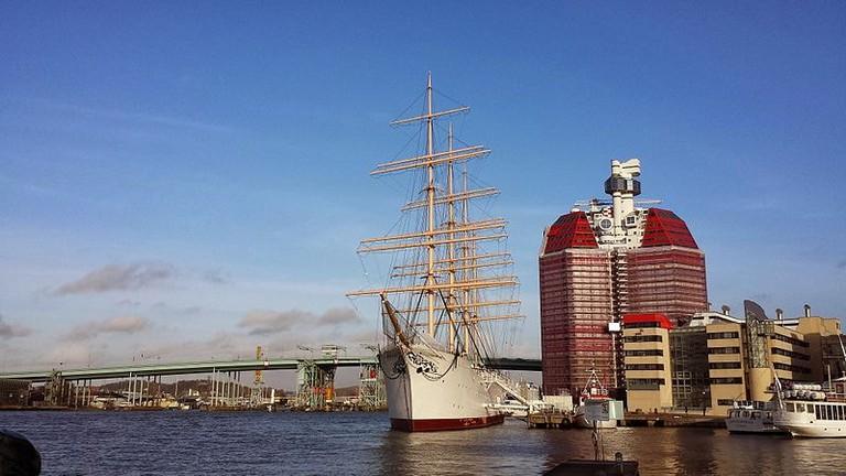 Barken_Viking_and_Lilla_Bommen_in_Göteborg_harbour