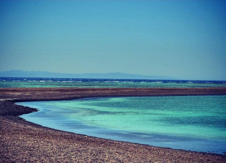 Blue_Lagoon,_Dahab,_Egypt_2013-04-23_23-07