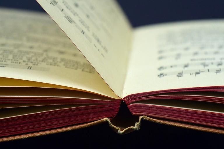 book-3207499_1280