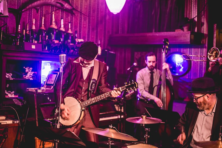 Live Music at Shaker's | © Kelsey Lawson/ Courtesy of Shaker's Cigar Bar
