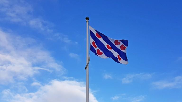 flag-3035553_1920 road