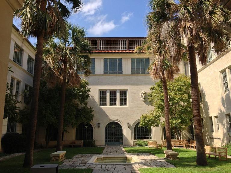 Goldsmith_Hall_-_Courtyard