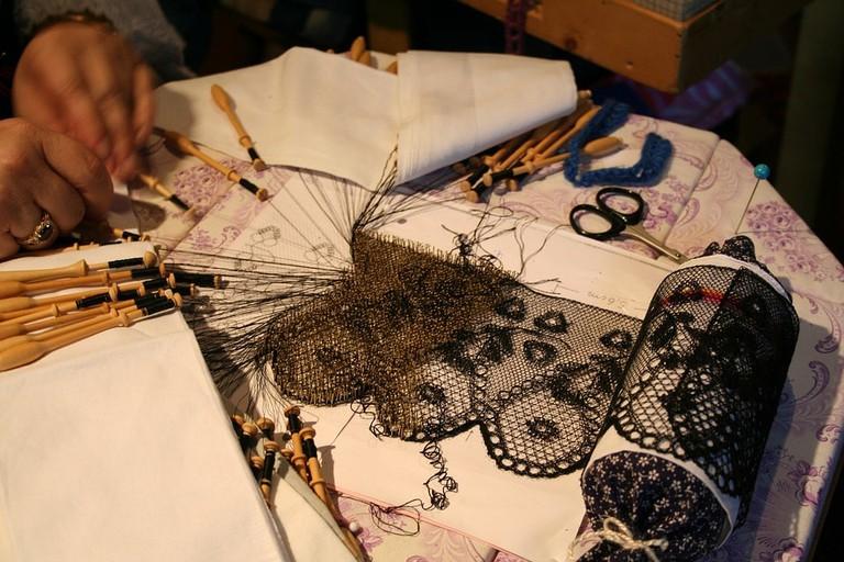 lace-making-2924145_960_720