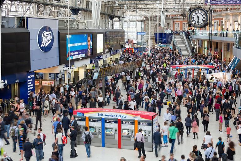 London_Waterloo_Interior_Rush_Hour_2,_London,_UK_-_Diliff