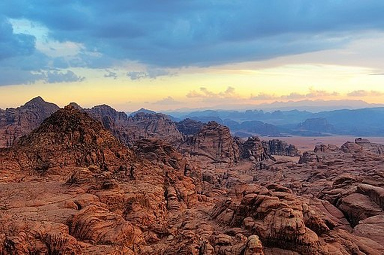 Mountains_in_the_desert,_Tabuk_Province