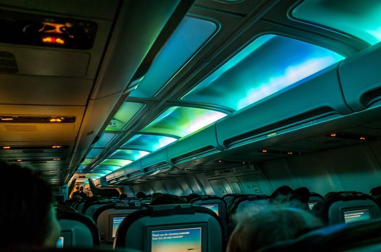 Northern_Lights_aboard_our_Icelandair_flight_to_Reykjavik_(16282104360)