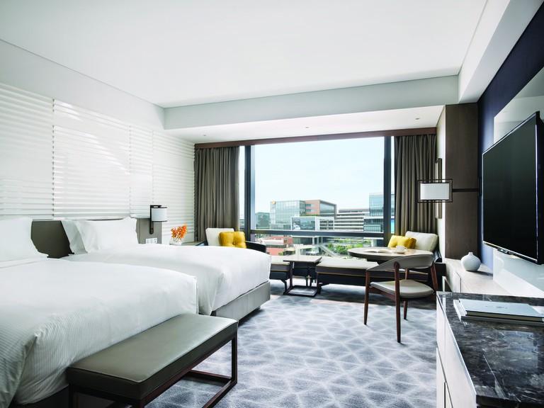 rsz_cdshh_deluxe_room_bedroom_2017_hires