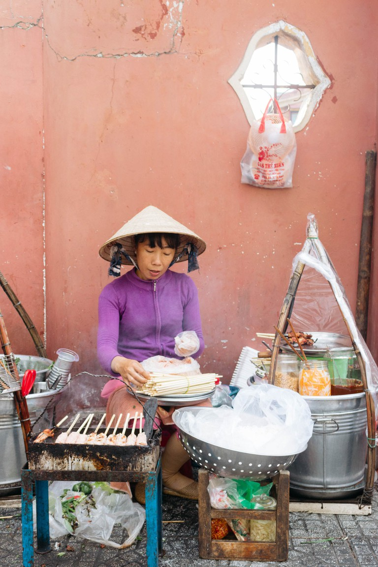 PEOPLE-ARCHITECTURE-STREETS-DISTRICT 1-SAIGON-VIETNAM