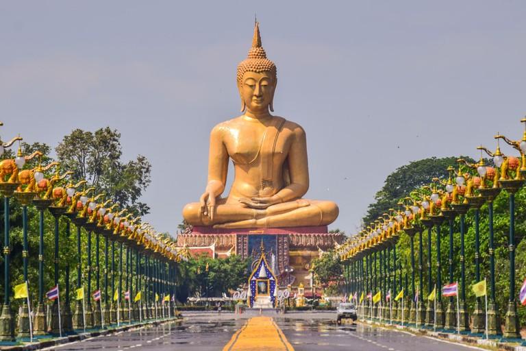 Buddha statue at Wat Pikunthong