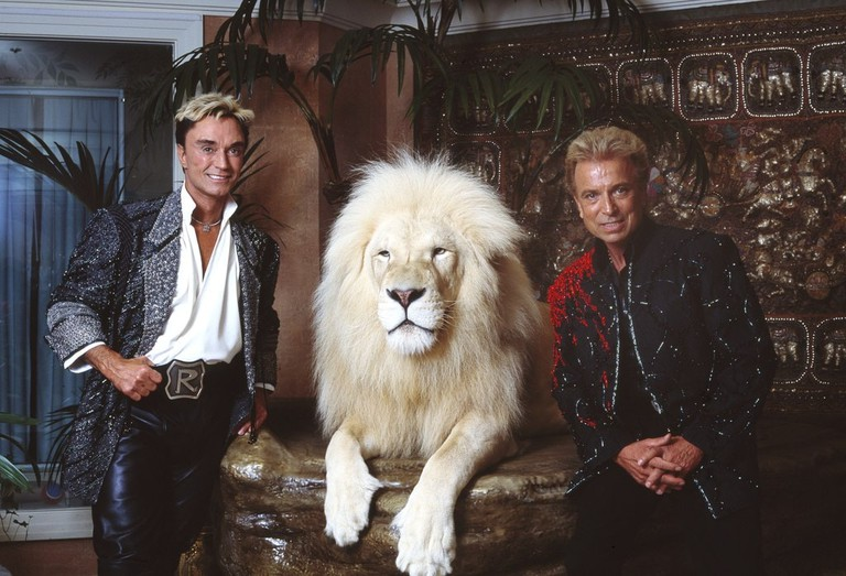 Siegfried_&_Roy_in_their_private_apartment_at_the_Mirage_on_the_Vegas_Strip