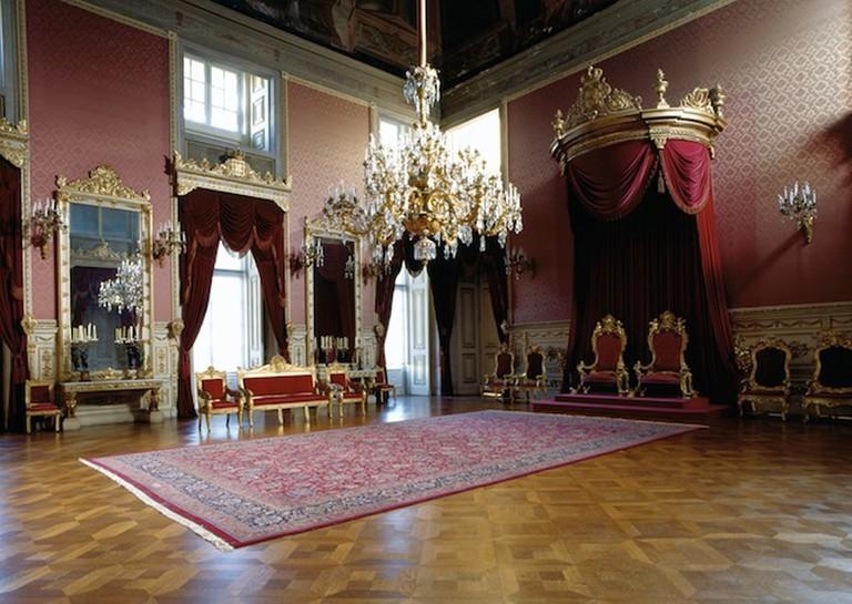 https://commons.wikimedia.org/wiki/File:Throne_Room_Ajuda_Palace_Lisbon.jpg