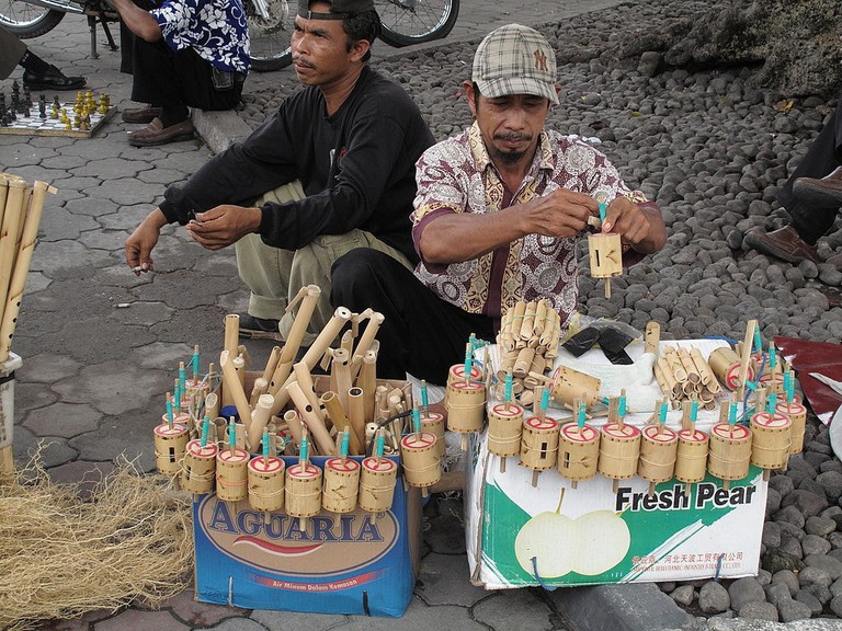 1024px-Gasing_Bambu_Yogyakarta
