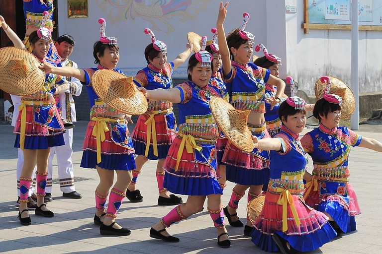 1024px-She_ethnic_minority_performers