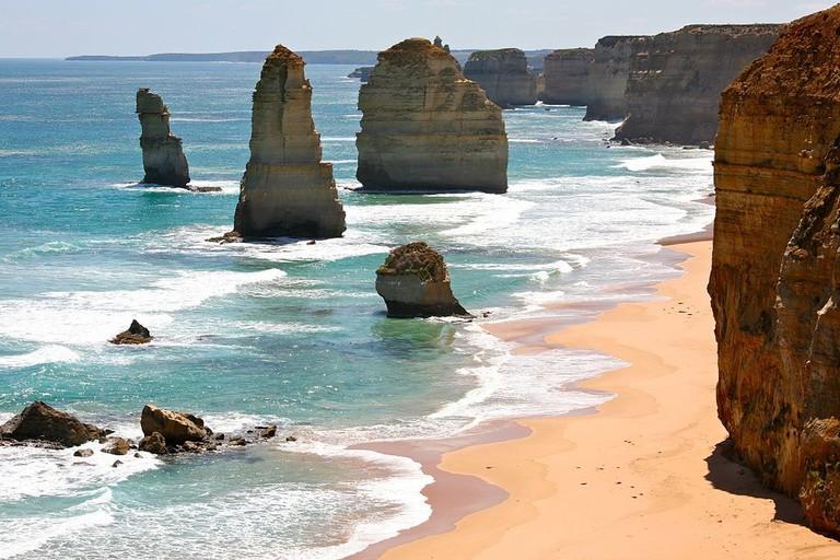12 Apostles on the Great Ocean Road © Alex Proimos / Wikimedia Commons