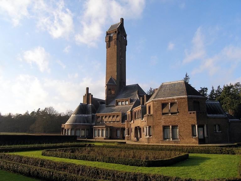 1200px-Jachthuis.Sint-Hubertus