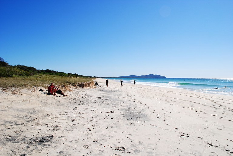 1200px-SevenMileBeach(Forster)NSW20100911-1
