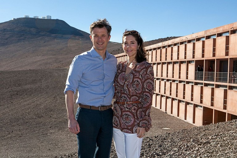 1200px-The_Crown_Prince_Couple_of_Denmark_during_their_visit_to_ESO's_Paranal_Observatory_(wallpaper)