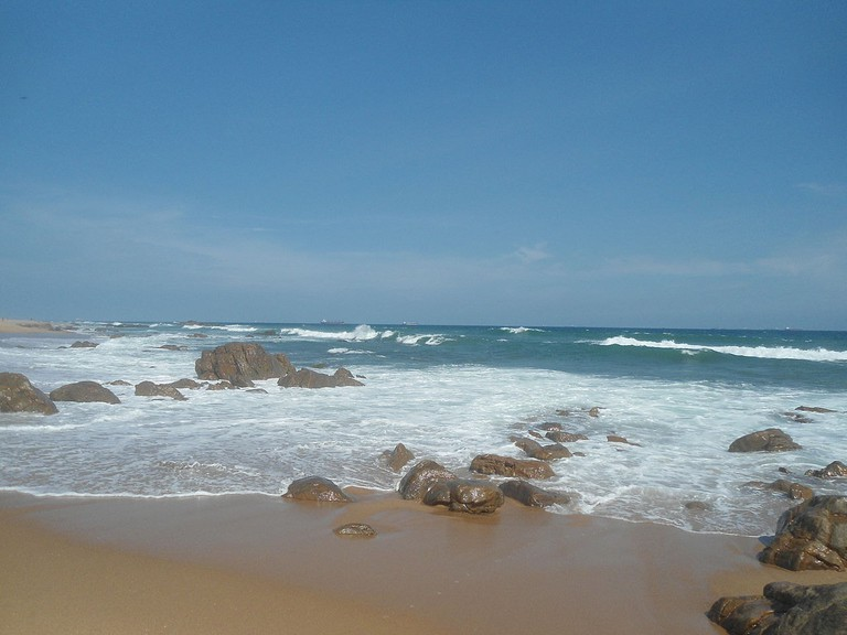 1280px-An_afternoon_view_of_RK_Beach_in_Visakhapatnam