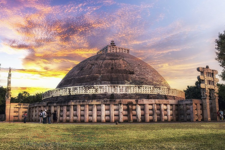 1600px-The_Great_Stupa_at_Sanchi