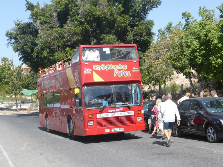 open-top sightseeing bus