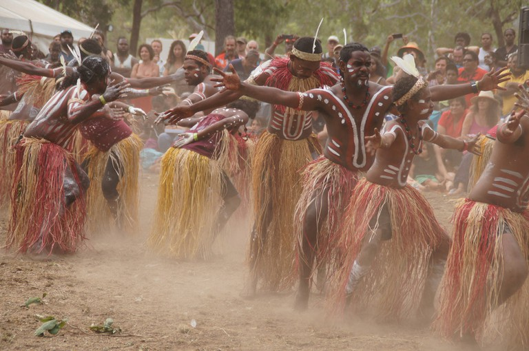 Indigenous Australians perform a cultural ceremony © Malcolm Williams / Flickr