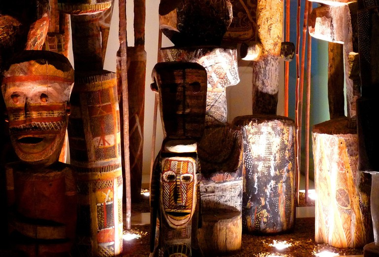 Indigenous totems in the South Australian Museum © Les Haines Flickr
