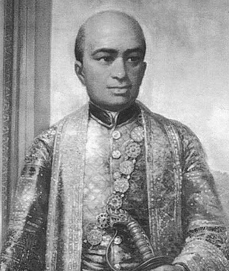 King_Buddha_Loetla_Nabhalai_portrait_BW_cropped