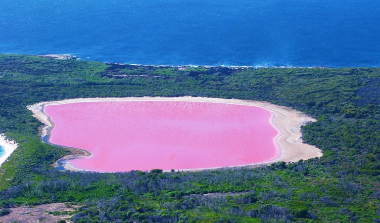 Lake Hillier © Aussie Oc / Wikimedia Commons