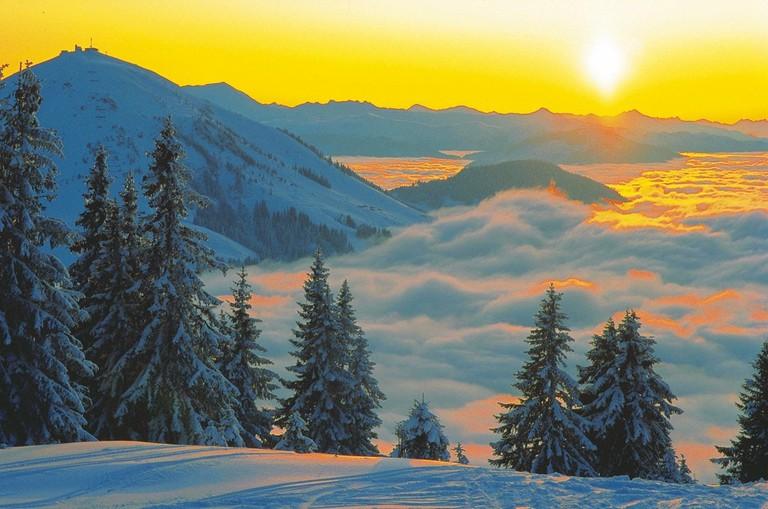 LOWRES_00000021061_Winter-Landschaft-bei-Kitzbuehel-Nebel-Bodennebel_Oesterreich-Werbung_Niederstrasser - Edited