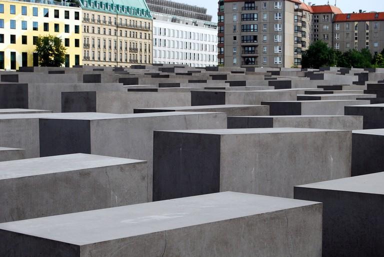 memorial-510156_1280