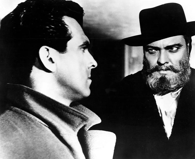 Robert Arden and Orson Welles in 'Mr Akadin'