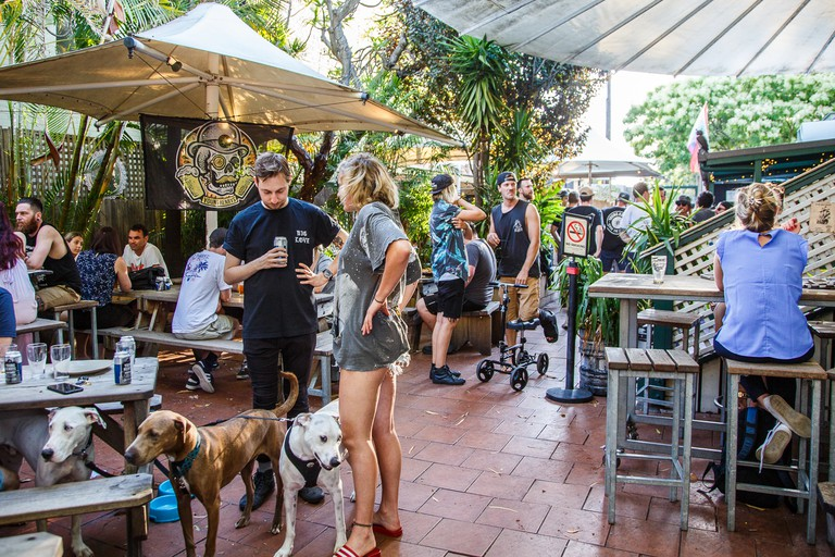 Beer garden of Newtown's Courthouse Hotel © The Courty