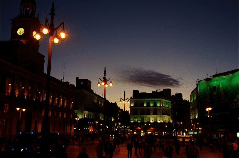 Puerta del Sol at night   © Laura Kauffmann