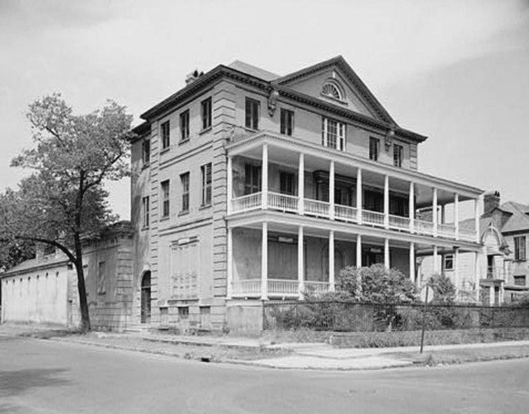 Governor William Aiken House (Robinson-Aiken House) — Elizabeth Street, Charleston, South Carolina | Public Domain/Wikicommons
